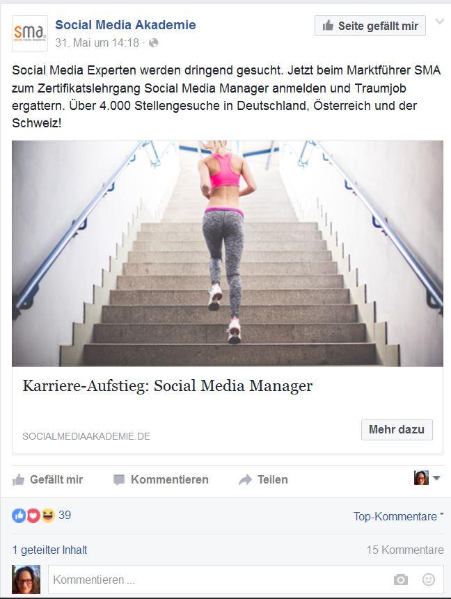 Werbebild der Social Media Akademie, eine Frau joggt eine Treppe hoch. Man sieht sie von hinten, sie trägt Sport-Leggings und einen Sport-BH.